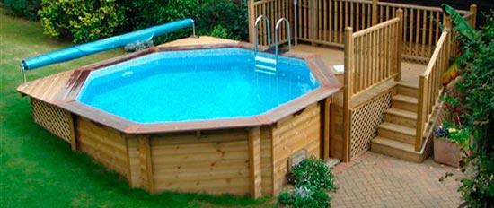 Piscinas de madera cu l comprar y qu deber a saber for Casas de madera con piscina